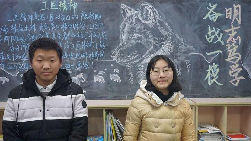 高三11班三好学生曾乾毅、符颖蕾.JPG