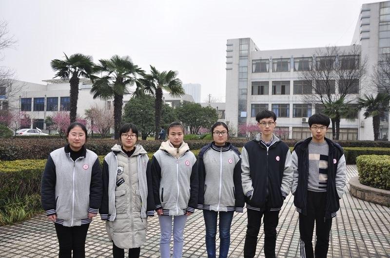 高一(4)班三好学生刘仟仟 谷蓉蓉 邵燕 徐晔 唐晨宇 杨德义.JPG