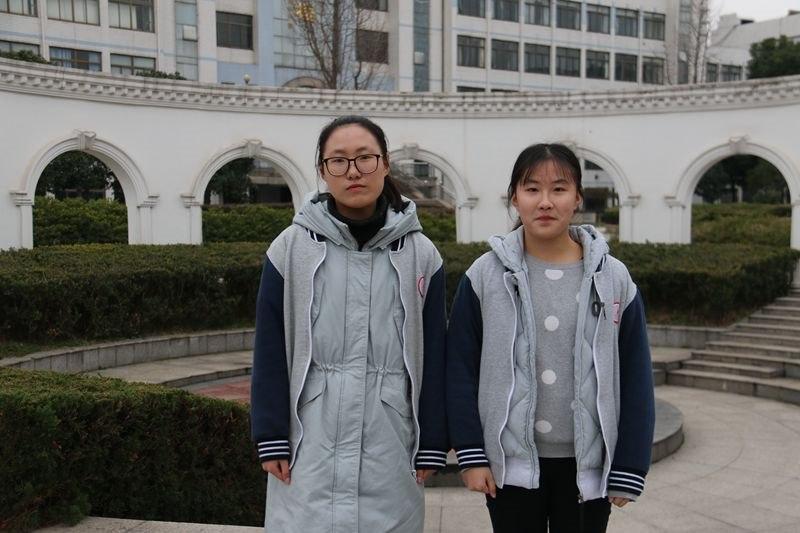 高一(1)班优秀学生干部许月圆、张莹.JPG
