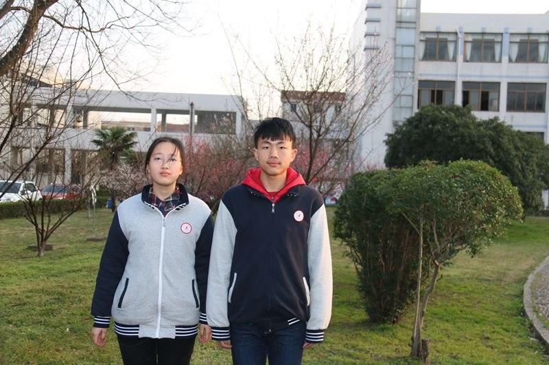 高一8 优秀学生干部 曹梦杰 张姝欣.JPG