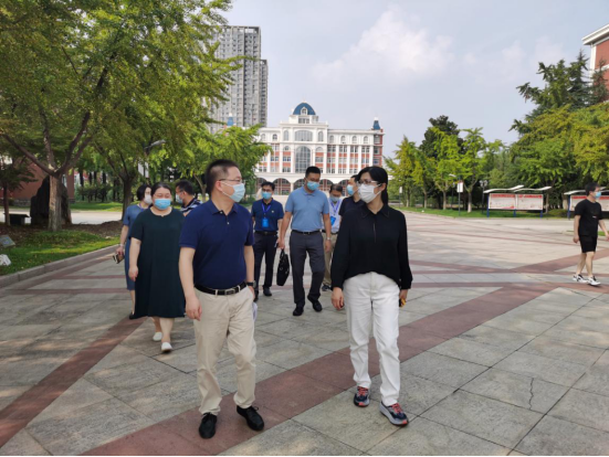 市教導局率領到臨YABO網站登陸觀察指點開學籌辦任務23.png